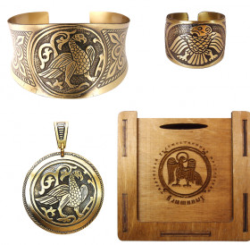 "A set of jewelry ""Suzdal bird"" in a gift box."