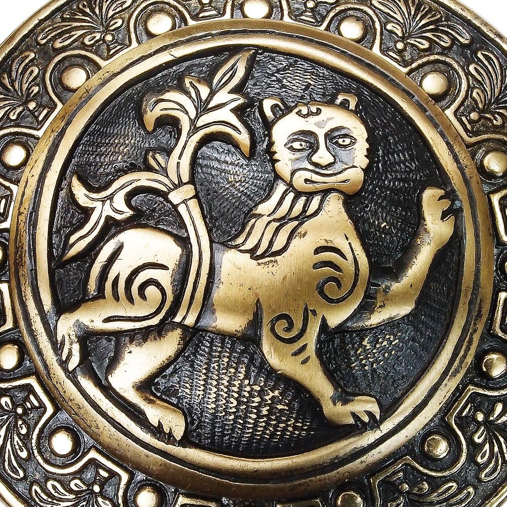"Fibula cast ""Mighty lion"""