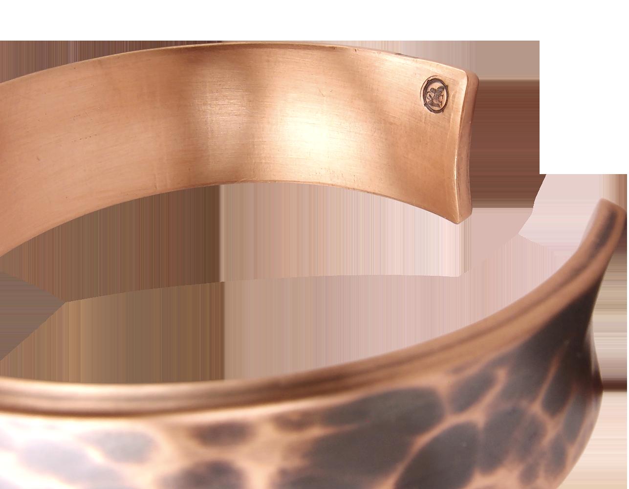Браслет кованый, тонированный, вогнутый. Толщина 3 мм