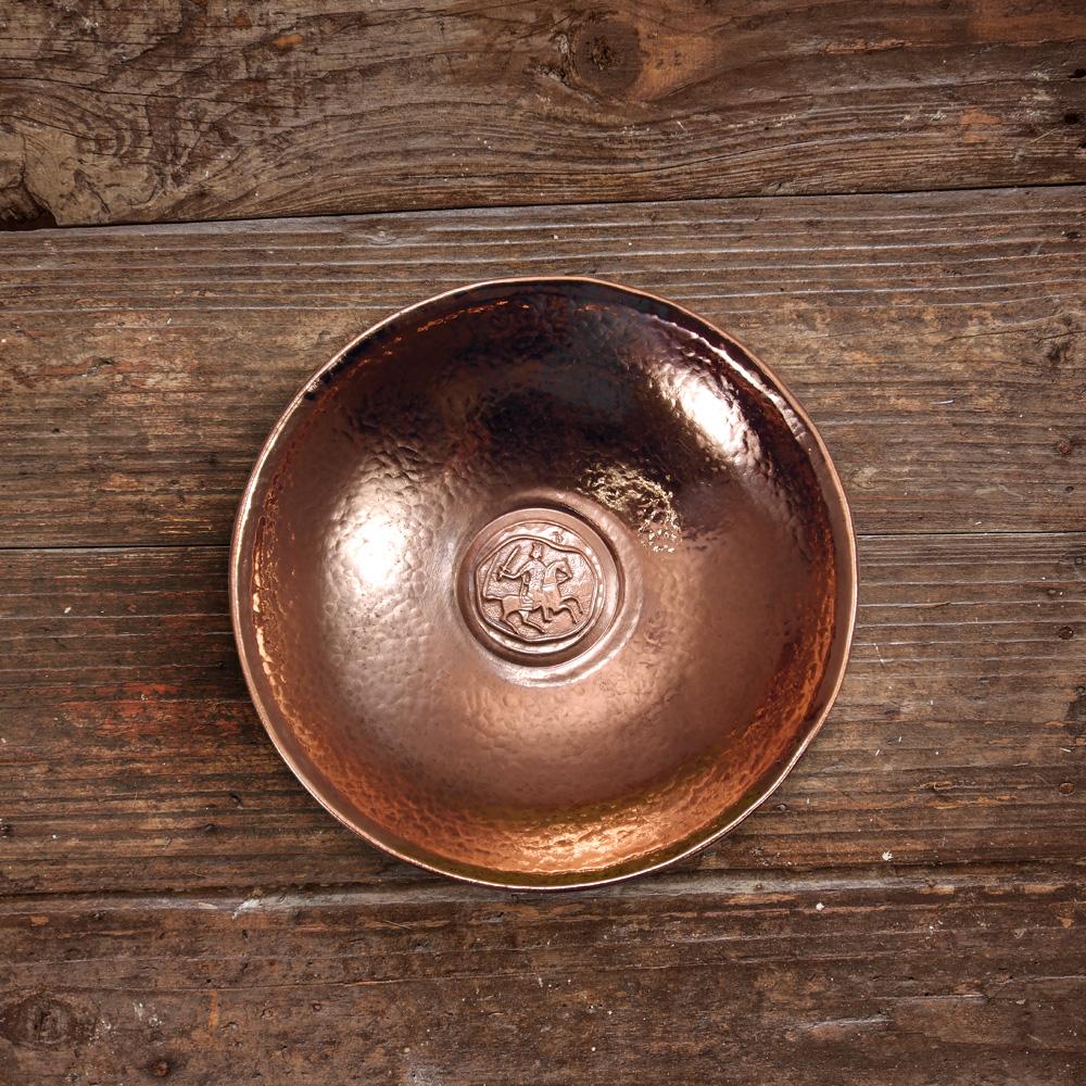 Круглая тарелка с всадником. Глянцевая
